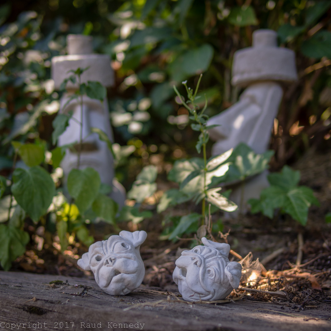 Easter island gnawing the bone - Cement cloth garden ornaments ...